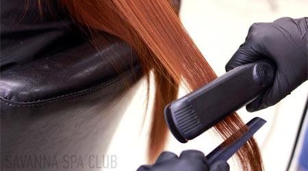 процес кератинового випрямлення волосся