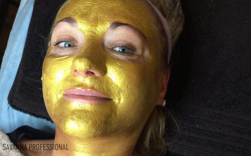 золота маска на курсі косметологів