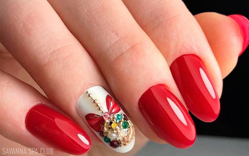 дизайн нігтів із оздобленням