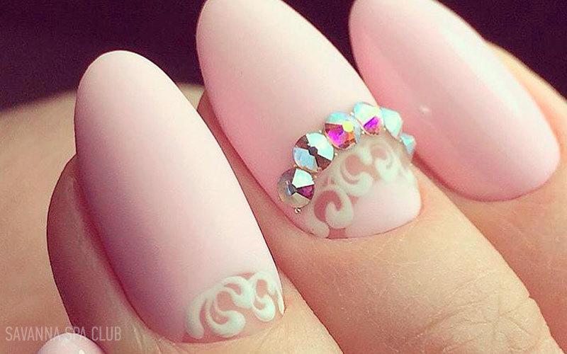 весільні нігті - манікюр із декоруванням