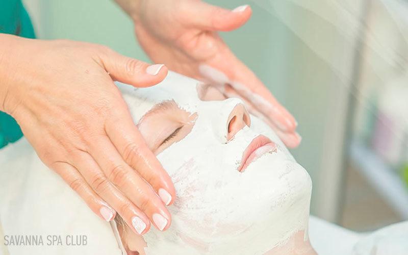 нанесення кремової маски