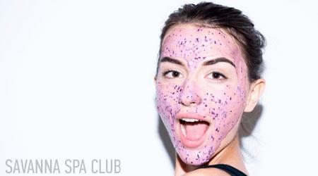 маска для обличчя із вкрапленнями черніки