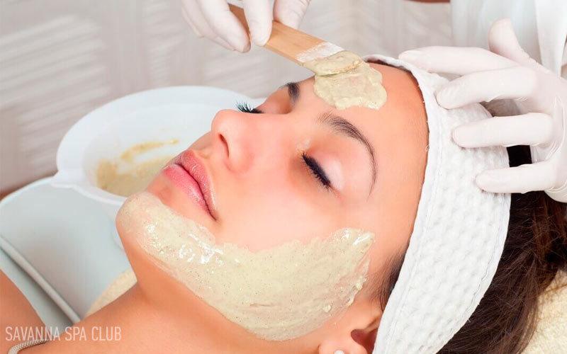 косметична маска - нанесення