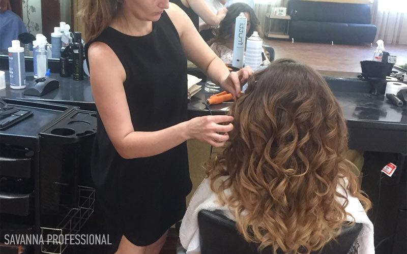 накрутка волосся на курсі перукаря