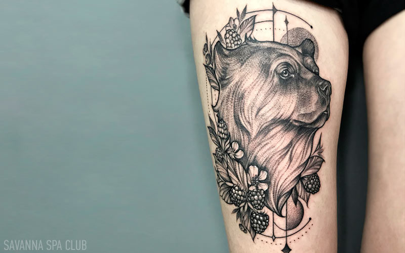 тату на нозі - ведмідь
