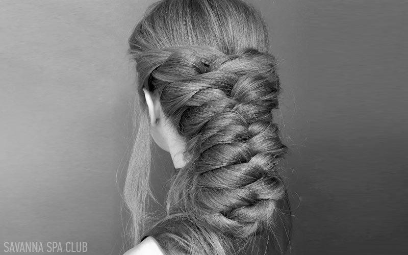 заплетене у косу волосся