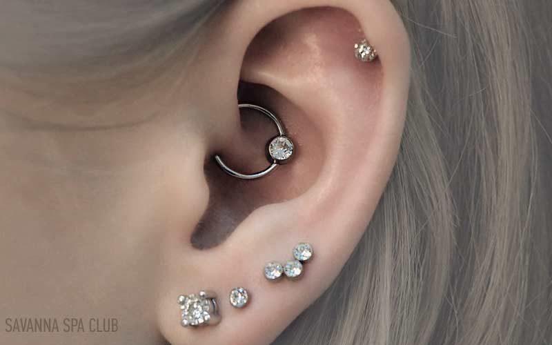 проколювання вух