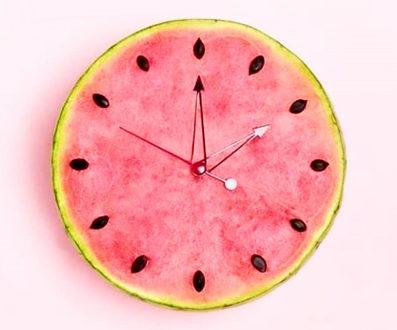 годинник, символ часу в косметології