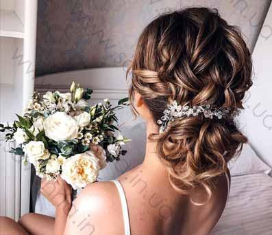 наречена з весільною зачіскою